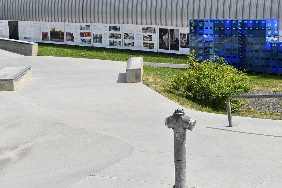 Krnov hostí festival Landscape zaměřený na veřejný prostor ve městech. Začal svážením nápojových přepravek ze skladů Kofoly do bikeparku.