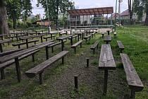 Park Bedřicha Smetany ve Městě Albrechticích navštěvují v posledních letech převážně pouze místní děti, využívající prolézaček, a dospělí, kteří si zde jdou odpočinout.
