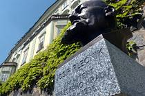 Busta Josipa Plečnika v Praze.