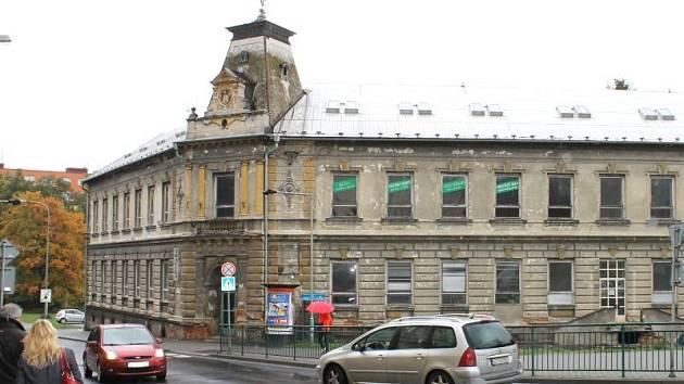 Bývalý dům služeb v Revoluční ulici v Bruntále. Ilustrační foto.