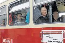 Retro jízda motorového vlaku z Ostravy do Malé Morávky byla v neděli pro cestující opravdu plná zážitků.