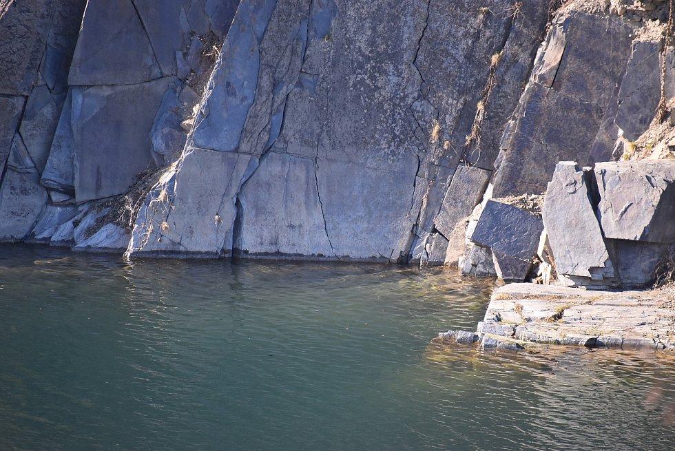 Svobodné Heřmanice leží na hranici okresů Bruntál a Opava. Máme je spojené hlavně se zatopeným břidlicovým lomem Šifr.