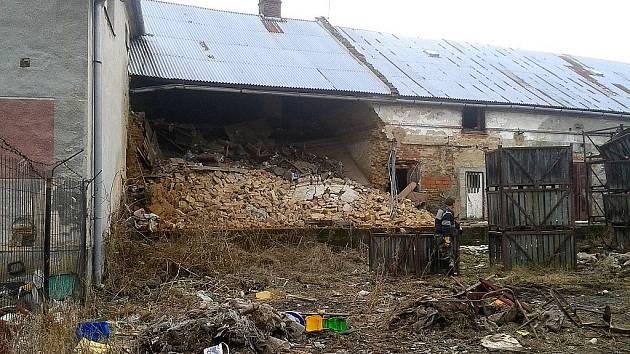 V Lichnově na Krnovsku se zřítila půda a část zdi jednoho domu. K nemilé události, která naštěstí nikoho nezranila, došlo ve středu 29. února 2012 ve večerních hodinách.