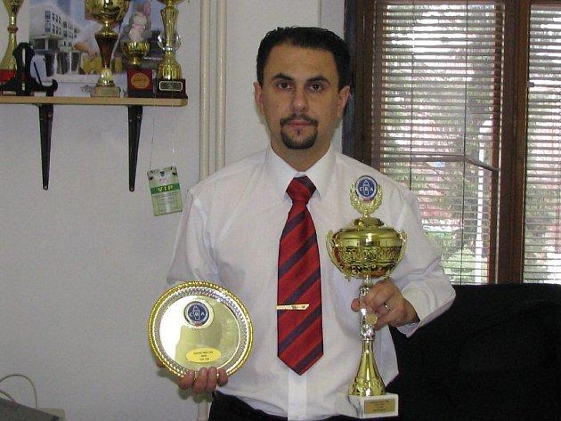 Učitel odborného výcviku bruntálské střední školy služeb zvítězil mezi profesionály v barmanské soutěži Bohemia Sekt Coctail Competition 2009.