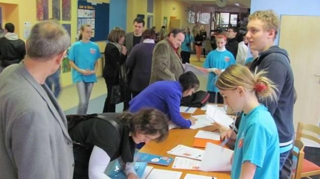 Otevření Regionálního konzultačního centra pro podporu žákovských parlamentů proběhlo za velkého zájmu ostatních základních škol celého Moravskoslezského kraje.