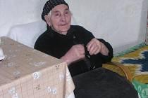 Paní Evangelia Čarasová se letos dožila stošesti let, takže patří k nejstarším občanům v Moravskoslezském kraji i v České republice. Přestože pochází z Řecka, většinu života prožila na Osoblažsku v Dívčím Hradě. Vychovala tři syny a dvě dcery.