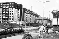 Devadesátá léta minulého století v Jesenické ulici. Stavěly se první panelové domy a ještě nestála budova pojišťovny.