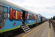 PREVENTIVNÍ VLAK zastavil také v Krnově. Cílem programu pro školy i veřejnost je upozornit na nebezpečí spojené s železniční dopravou.