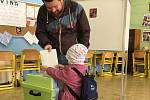 Vítězem voleb v Krnově se stali nezávislí Krnovští patrioti, kteří získali 27,5%. Patriot Tomáš Hradil už má zkušenost opozičního zastupitele, Roman Anderle  bude v zastupitelstvu nováčkem.