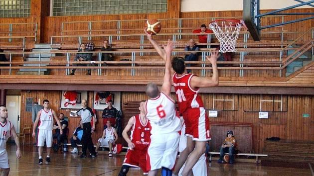 Krnovští basketbalisté sestupují do krajského přeboru.