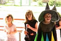 V Holčovicích i na mnoha dalších místech se o víkendu rojili čarodějnice a čarodějové.