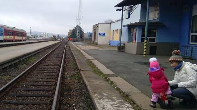 Železniční stanice Krnov-hlavní nádraží. Ilustrační foto.