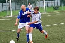 Oporou zadních řad Slavoje Bruntál by mohl být v nastávající sezoně I. A třídy bývalý ligový hráč Ivo Krajčovič (vlevo).