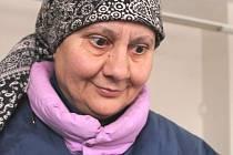 Helena Vaculíková, motivuje děti k vyřezávání Andělů pro lepší svět.
