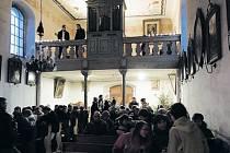 Dubnický kostel sv. Antonína se několikrát do roka stává místem oblíbených koncertů. V sobotu se od 17 hodin rozezní zpěvem ženského sboru pod vedením Zdenky Odstrčilové.