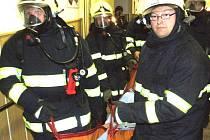 Velké manévry absolvovali obyvatelé Domova důchodců v Mnichově. Cvičení hasičů zde simulovalo požár a následnou evakuaci ohrožených lidí.