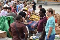 Organizátory Afrických trhů v Krnově příjemně překvapil zájem veřejnosti, ale také je potrápila bouřka.