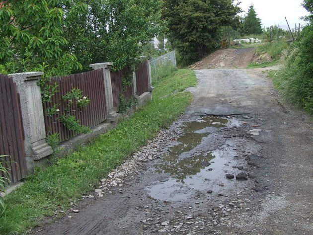 Nepříjemný je přejezd ulic Vysoká a Čajkovského v Bruntále. Tamní obyvatelé si stěžují na nedobrou sjízdnost v lokalitě.