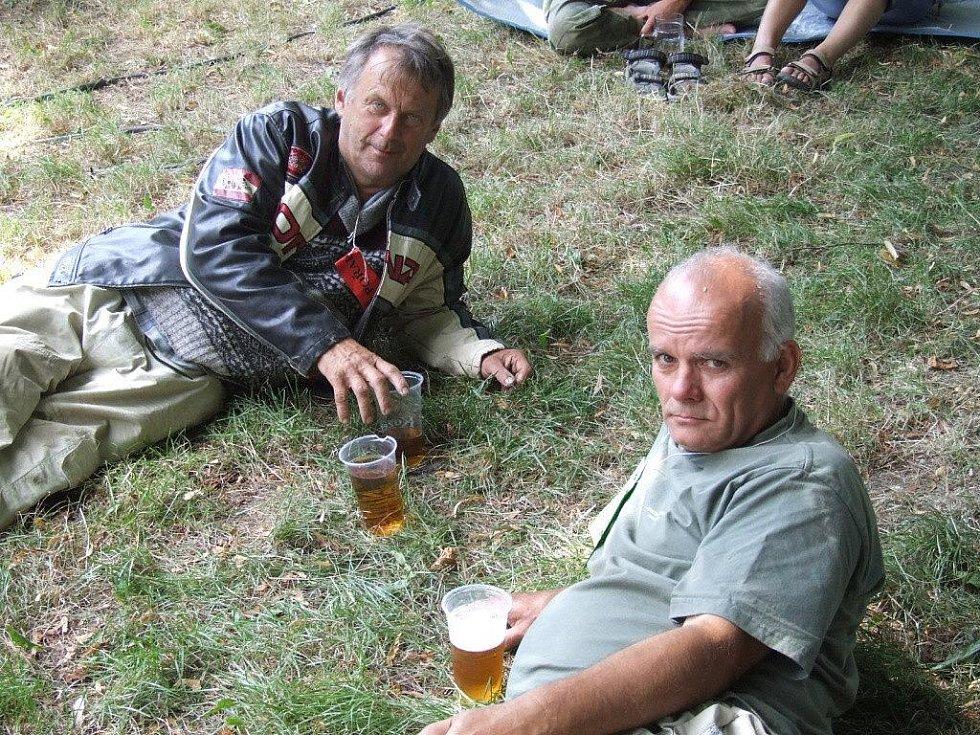 Jedno oko nezůstalo suché 8. srpna po 14. hodině během písně nedávno zesnulého Waldemara Matušky při přehlídce country a trampskou píseň v Sosnové. Právě Waldova píseň se stala ústřední skladbou festivalu. Trampové uctili jeho památku minutou ticha.