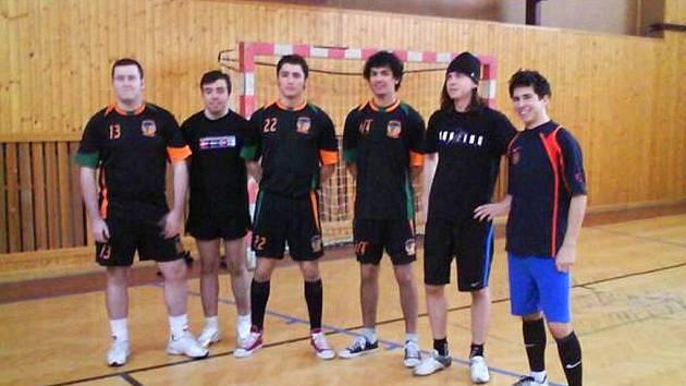 Fotbalový tým z Brazílie dokázal v tělocvičně gymnázia vytvořit skvělou atmosféru.