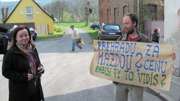 Odpůrci přehrady si hodně slibovali od předvolební rétoriky Andreje Babiše, ale po volbách se původně protestní hnutí ANO přidalo k zavedeným stranám a projekt podpořilo.