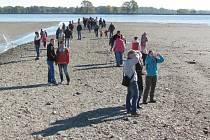 Výlov krnovského rybníka Výtažník proběhl před týdnem, od středy je na programu výlov sousedního Petrova rybníka.