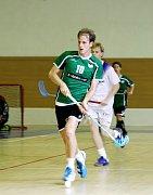 Obránce krnovské Orcy Jiří Gajdoš si nabíhá do útoku v pohárovém utkání proti Novému Jičínu.