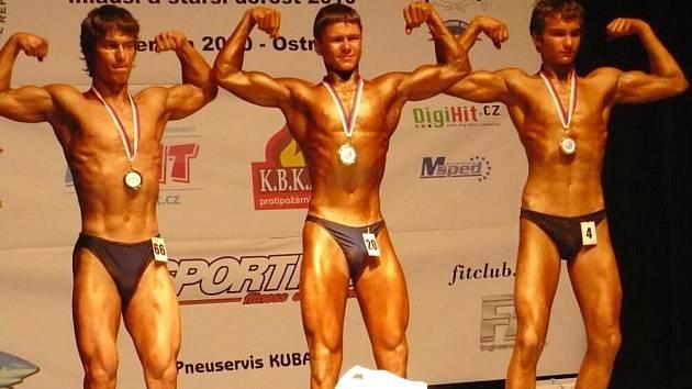 Jakub Prchal (uprostřed) získal titul mistra České republiky ve váze do 65 kilogramů mladšího dorostu.