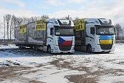 Kamiony vypravené Charitou Krnov a Adrou Havířov na parkovišti na východní Ukrajině.