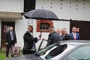 Prezident Miloš Zeman navštívil na Osoblažsku Slezské Pavlovice, kde se setkal s místními občany. Od nich dostal v druhém kole prezidentských voleb 89,41 procent hlasů. Doprovázel jej hejtman Moravskoslezského kraje Ivo Vondrák a starostka obce Slezské Pa