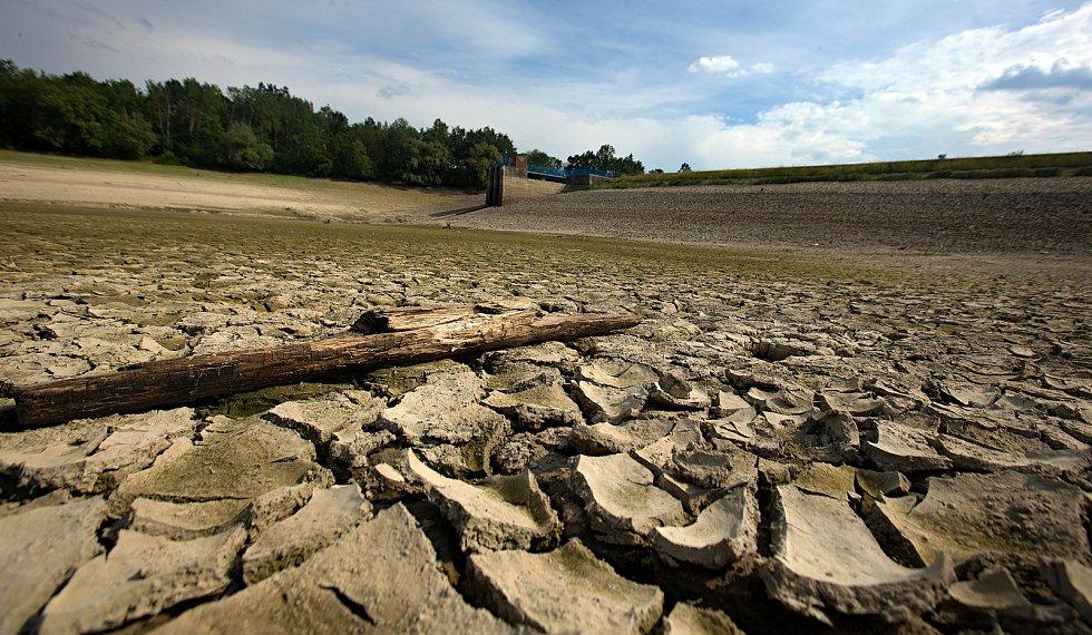 Takto se sucho odráží na české krajině.