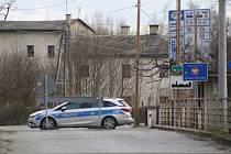 Úvalno sousedí s polskými Branicemi, kde se v nemocnici u jedné ze sester objevil pozitivní test na koronavirus. Přeshraniční most je samozřejmě už dva týdny uzavřený.