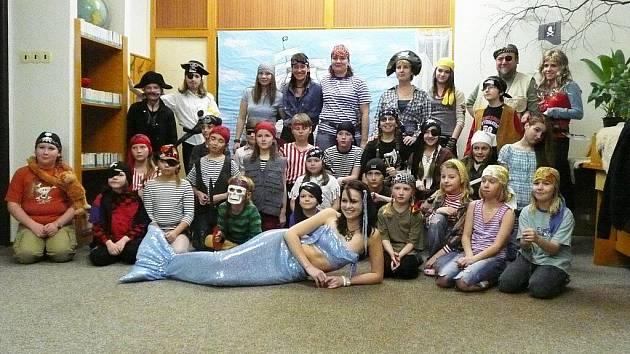 """V rámci každoroční akce """"Noc s Andersenem"""", která má mladým čtenářům přiblížit kouzlo knih, připravily učitelky ze ZŠ Žižkova zábavný program."""