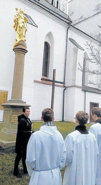 Starostka Krnova poděkovala všem, kdo se zasloužili oopravu mariánského sloupu sbarokní sochou Immaculaty.
