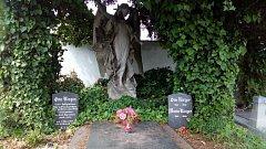 Krnovské zastupitelstvo rozhodne, zda město koupí za 50 tisíc hrob rodiny Riegerů. Jde o zakladatele varhanářské tradice v Krnově. Otto Rieger byl rovněž starostou Krnova.
