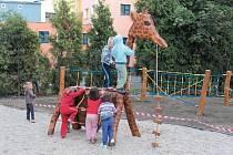 Cirkusové atrakce v podobě cizokrajných zvířat vyrobených ze dřeva stromů, které bylo třeba během úprav zahrady vykácet, si děti oblíbily asi nejvíc.
