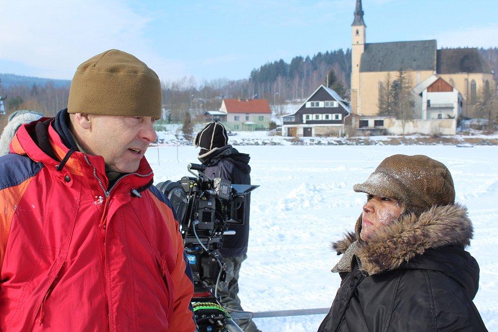 Natáčení filmu Nabarvené ptáče.