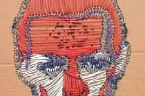 Petr. Název obrazu, který byl vytvořen kabely na kartonu.