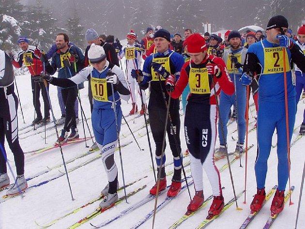Tradičního závodu se zúčastnil velký počet běžců.