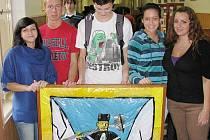 Horník s klínem a palicí je zobrazen na bruntálském erbu, který vytvořili studenti Petrinu.