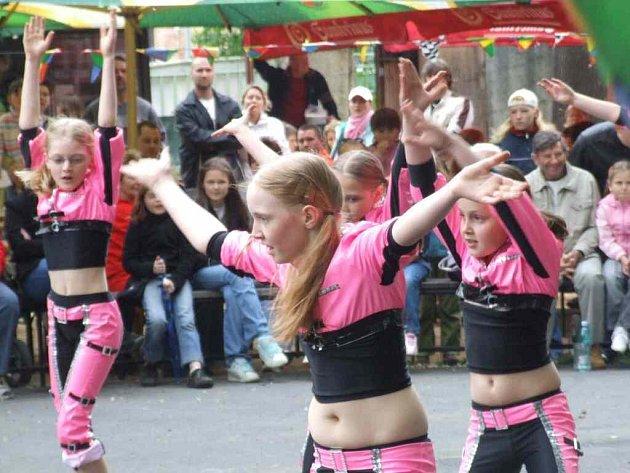 Na Zahradní slavnosti nechyběly ani tanečnice.