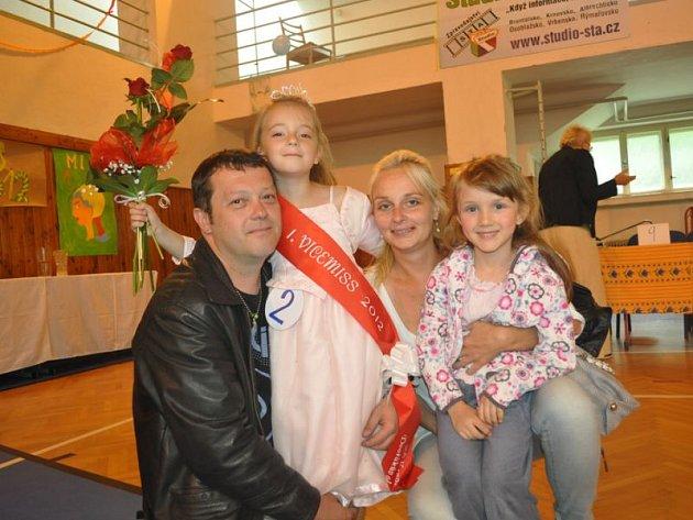 Základní škola na Dvořákově okruhu v Krnově vybrala svou školní Miss 2012. Slavnostní akce se konala v rámci oslav Dětského dne.
