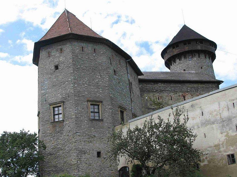 Hrad Sovinec je jednou z možností, jak strávit víkend v bruntálském regionu. Letos v něm odhalili historické fresky a otevřeli obludárium.