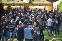 Festivalu Monster Meeting v Krnově právě začíná. Organizátoři do poslední chvíle netušili, zda se podaří zmírnit tvrdá hygienické opatření na Krnovsku, kde aktuálně není evidovaný ani jediný případ nákazy koronavirem.