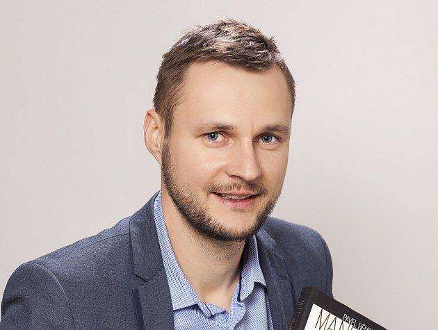 Pavlu Hénikovi z Krnova právě vyšla kniha Manekýni.