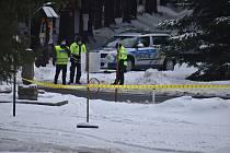 Za běžné situace by Skřítek byl rájem běžkařů. Policisté zde zastavují auta, která překračují hranici mezi okresy Šumperk a Bruntál.