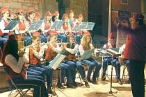 Dechový orchestr mladých Krnov pod taktovkou dirigenta Luďka Tlacha koncertoval na pobřeží chorvatské Istrie. Muzikanti se na soustředění u moře připravovali na podzimní koncerty.
