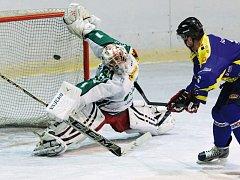 Jedním z hrdinů hokejového derby byl domácí gólman Kobrer, hosté ho dokázali překonat jen jednou.