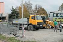 Ulice Dolní, U Rybníka a Cihelní v Bruntále právě procházejí generální rekonstrukcí: nová budou parkoviště, komunikace, hřiště i vybavení.