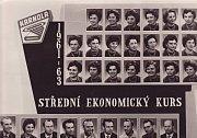 Tablo plné vzpomínek. Střední ekonomický kurz Karnola v roce 1961 - 1963.